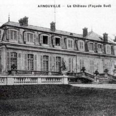 La façade sud et la façade ouest du château d'Arnouville