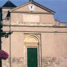 Les murs collatéraux de l'église Saint Denys