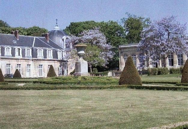 Autre vue du château d'Arnouville