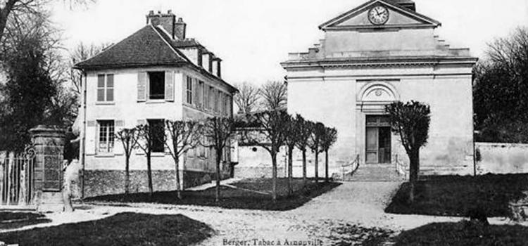 Eglise Saint Denys, place de l'église,avec son presbytère à Arnouville