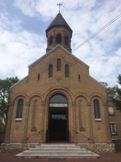 Eglise Sainte Croix de Varak à Arnouville