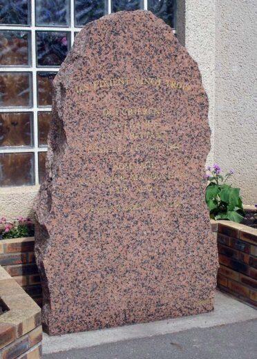 Stèle rue Missak Manouchian à Arnouville