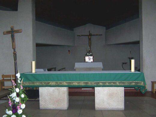 L'autel dans l'église