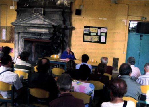 M.Maj en réunion à l'église Saint Denys.