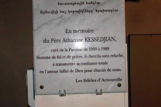 Plaque pour Père Kessedjan de la part des fidèles d'Arnouville