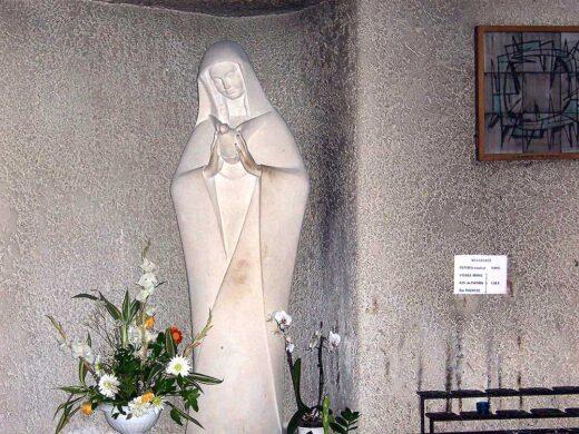 Statue de la Saint Vierge dans Notre Dame de la Paix