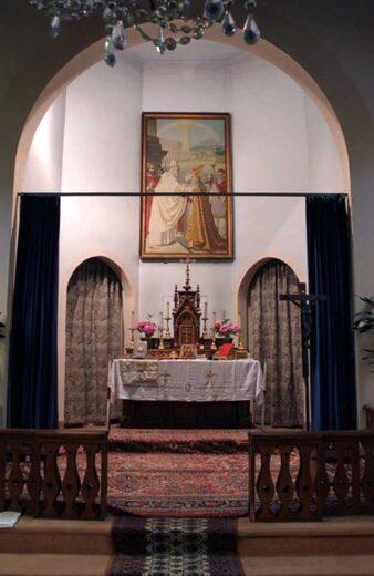 Tableau et l'autel de l'église
