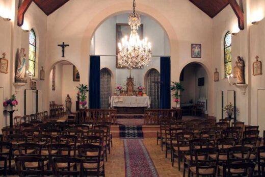 Vue de l'intérieur de l'église catholique