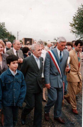 Charles Aznavour et Le maire M.Bigel pour l'inauguration de la salle