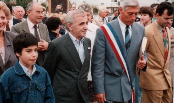 Charles Aznavour et Le maire M.Bigel pour l'inauguration de la s