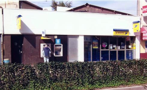 La Poste d'Arnouville du côté de la gare