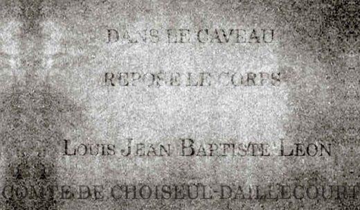 Une des épitaphes dans la chapelle des Machault