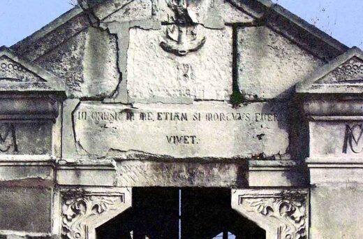 """""""Qui credit in me, etiam si mortuus fuerit, vivet"""" sur la Chapelle"""