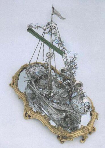 un écritoire et une pendule de bureau, en argent et en bronze doré et porcelaine