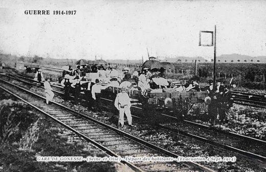 Evacuation des habitants de la ville par le dernier wagon