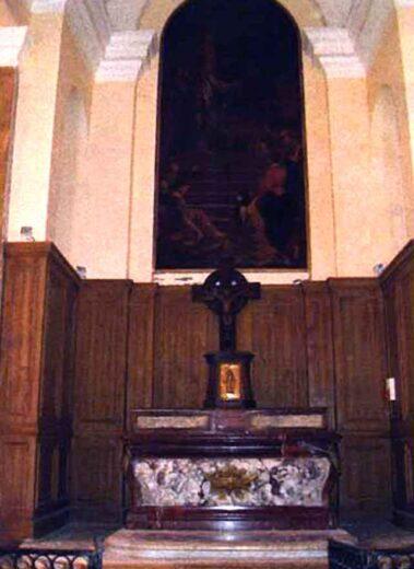 L'ancien autel positionné pour que le célébrant soit face au Christ