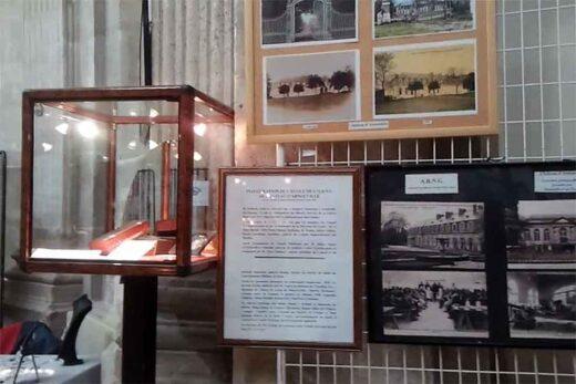 Panneau avec des photos anciennes d'Arnouville