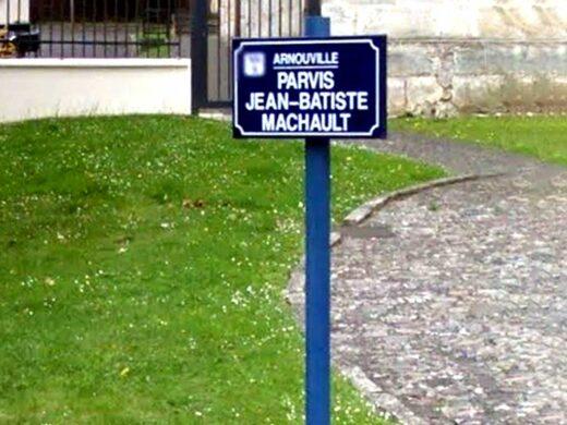 Sur le parvis de l'église, panneau Jean-Baptiste de Machault