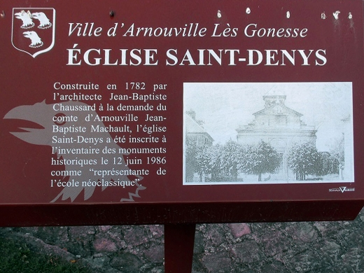 Une plaque de description de l'église de Saint-Denys