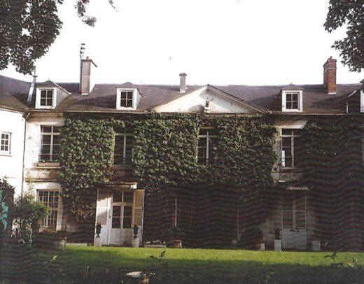 Vue arrière de la demeure du peintre Loyeux