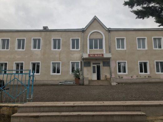 La belle façade de l'école.