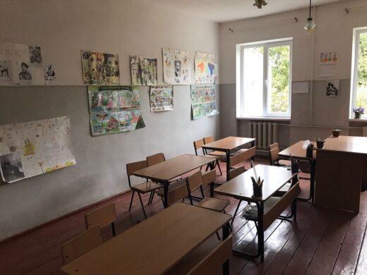 L'intérieur d'une salle de classe
